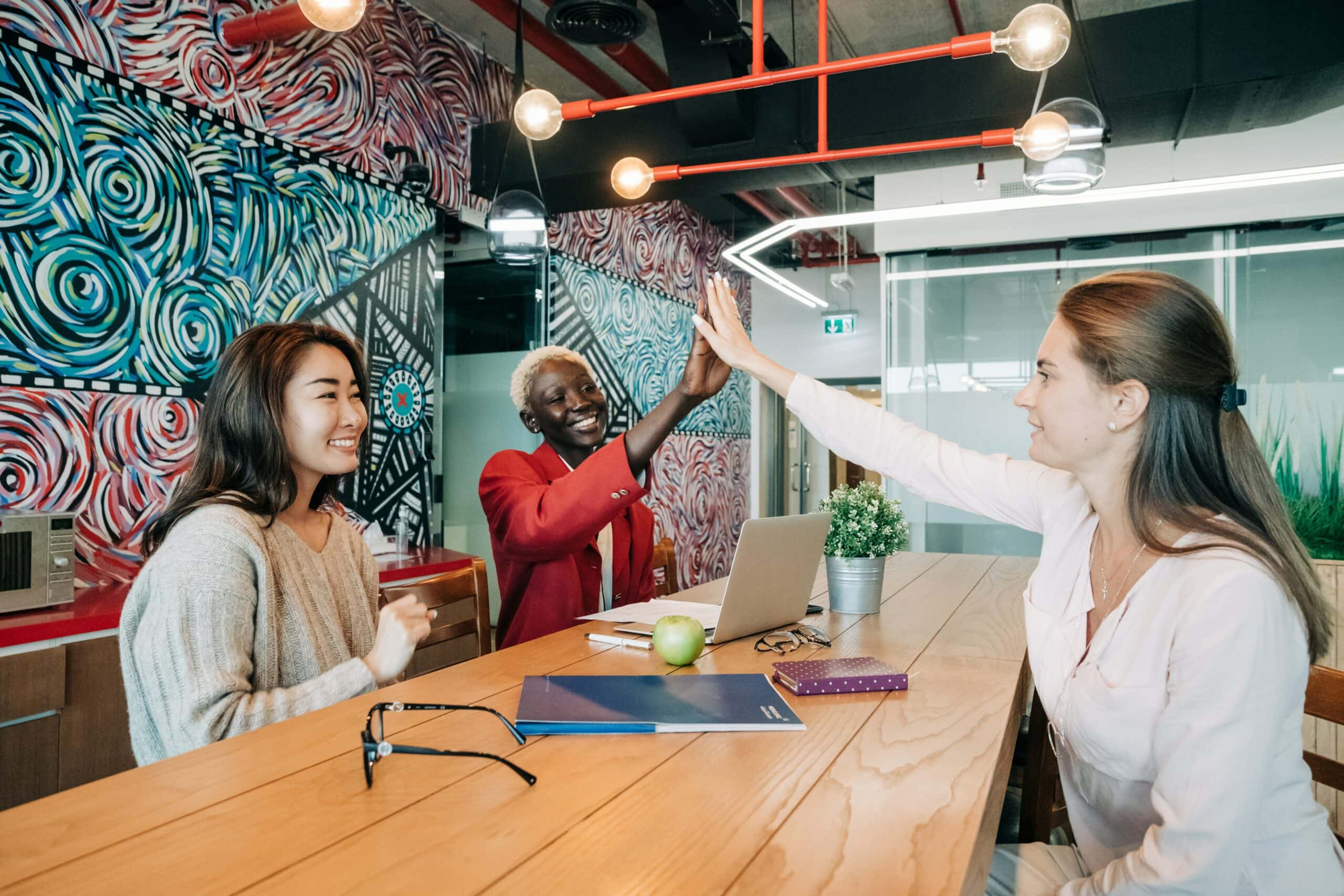 5 organizations mastering the hybrid workplace